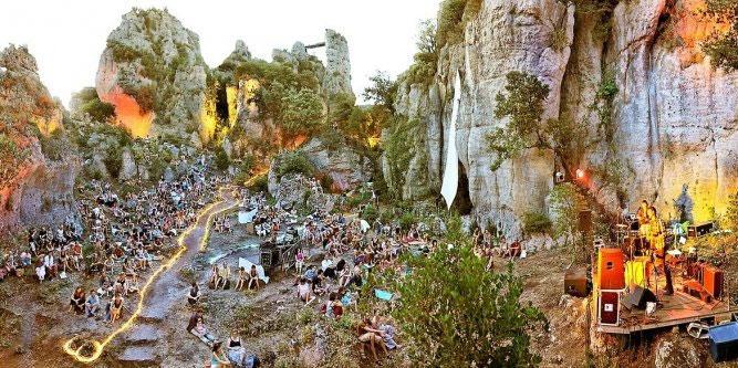 gite, hérault, naturisme, mourèze, tourisme
